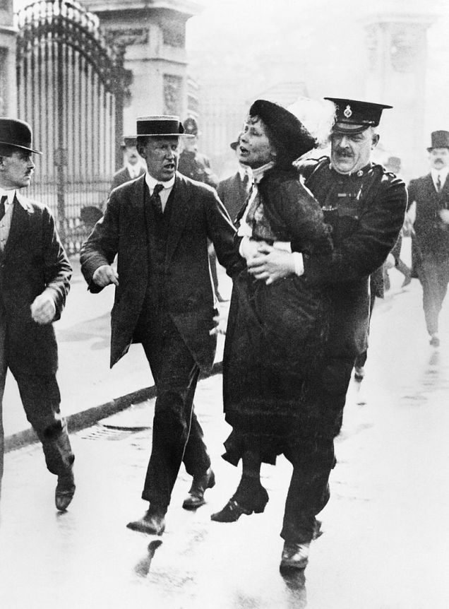 Mrs_Emmeline_Pankhurst,_Leader_of_the_Women's_Suffragette_movement,_is_arrested_outside_Buckingham_Palace_while_trying_to_present_a_petition_to_King_George_V_in_May_1914._Q81486