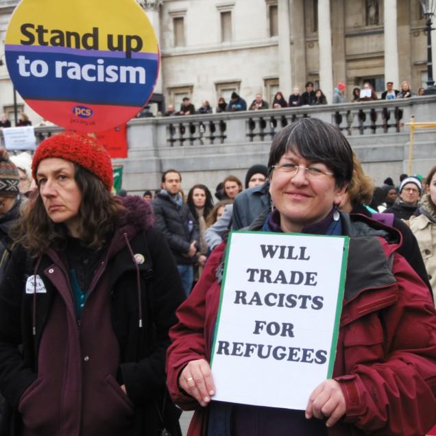 """Un'altra propone di rimandare indietro i """"razzisti"""" contro l'immigrazione e tenersi i """"rifugiati"""""""