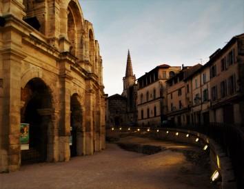 Visita in città prima del tramonto ad Arles (Francia)