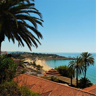 La spiaggia di Tarragona con l'anfiteatro romano a poca distanza