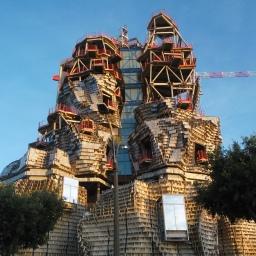 Edificio in costruzione ad Arles (Francia)