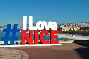 L'ingresso al lungomare di Nizza (Francia)